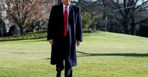 Placeholder - loading - Imagem da notícia Trump visita fronteira dos EUA com México para defender construção de muro