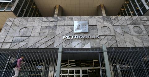 Placeholder - loading - Bolsonaro diz que oficial da reserva da Marinha será novo gerente de inteligência e segurança da Petrobras