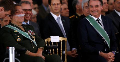 Placeholder - loading - Imagem da notícia Novo comandante do Exército defende que reforma da Previdência não atinja militares