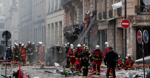 Explosão de gás atinge distrito comercial em Paris e deixa pelo menos 12 feridos