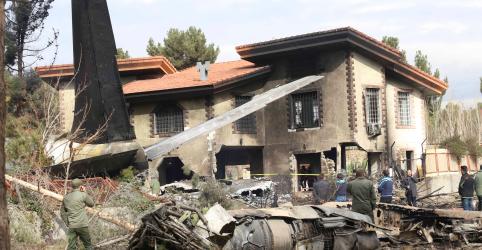 Avião militar de carga cai no Irã e deixa 15 mortos