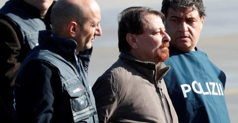 Placeholder - loading - Imagem da notícia Battisti desembarca na Itália para cumprir pena por assassinatos