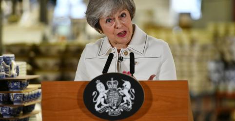 Placeholder - loading - Imagem da notícia Brexit está em perigo, alerta premiê May antes de votação de acordo