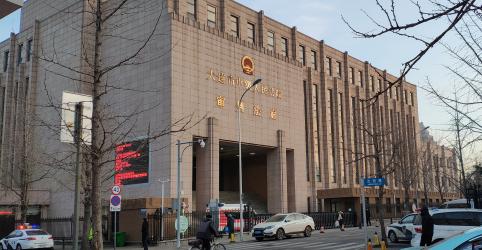 Placeholder - loading - Imagem da notícia Corte chinesa condena canadense à morte; premiê do Canadá reage
