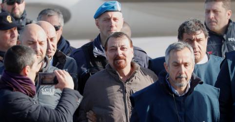 Placeholder - loading - Imagem da notícia Battisti chega à Itália; Salvini agradece empenho de Bolsonaro