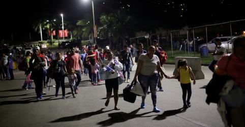 Placeholder - loading - Imagem da notícia Centenas de hondurenhos partem a caminho dos EUA em nova caravana