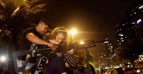 Placeholder - loading - Imagem da notícia Bolsonaro diz que decreto restabelece direito definido por referendo sobre armas
