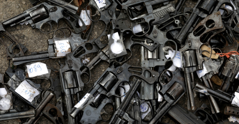 Placeholder - loading - Imagem da notícia Decreto autoriza compra de até 4 armas, abre exceção para quantidade superior