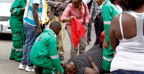 Placeholder - loading - Imagem da notícia Forças do Quênia matam militantes que atacaram hotel em Nairóbi