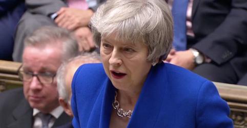 Premiê britânica Theresa May sai vitoriosa em voto de desconfiança no Parlamento