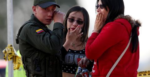 Placeholder - loading - Imagem da notícia Sobe para 21 número de mortos por ataque contra academia de polícia na Colômbia