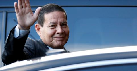 'Único problema' de Flávio Bolsonaro é o sobrenome, diz Mourão