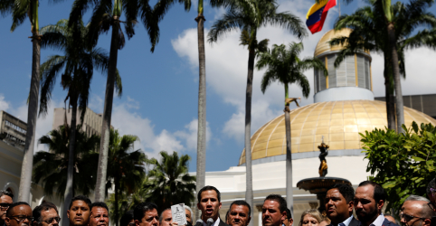 Oposição venezuelana vai às ruas para aproveitar ímpeto contra Maduro