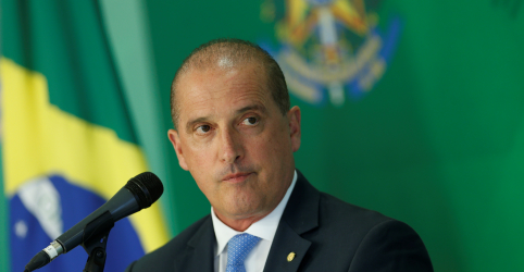 Questionado sobre Flávio Bolsonaro, Onyx diz que questões da Alerj dizem respeito ao RJ