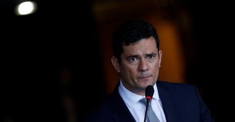 Placeholder - loading - Imagem da notícia ENTREVISTA-Governo não vai interferir em investigações envolvendo Flávio Bolsonaro, diz Moro