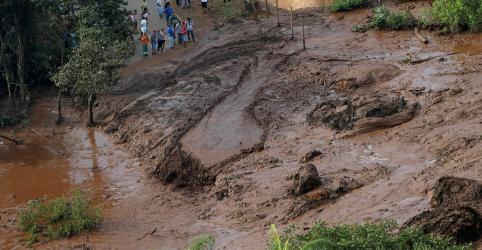 Placeholder - loading - Imagem da notícia Equipes de resgate buscam cerca de 300 desaparecidos após colapso de barragem em Minas