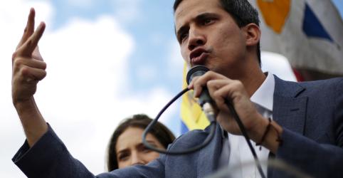Placeholder - loading - Imagem da notícia Guaidó diz que conversou com funcionários do governo para convencê-los sobre transição