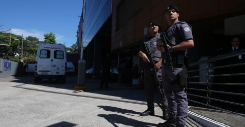 Placeholder - loading - Imagem da notícia Cirurgia de Bolsonaro começa e Mourão assume como presidente em exercício