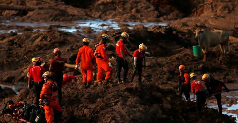 Placeholder - loading - Imagem da notícia Bombeiros tentam resgatar corpos em ônibus encontrado na lama; total de mortos sobe para 60