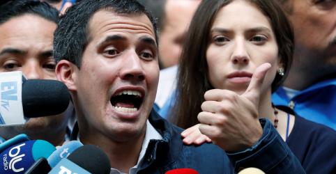 Placeholder - loading - Imagem da notícia Guaidó pede novos protestos enquanto pressão sobre Maduro cresce