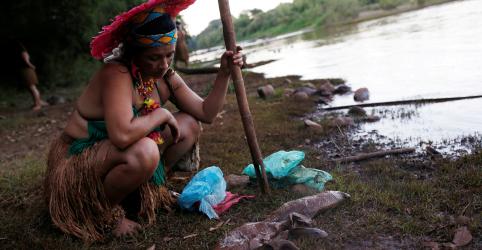 Placeholder - loading - Imagem da notícia Aldeia indígena enfrenta ameaça existencial por tragédia de Brumadinho