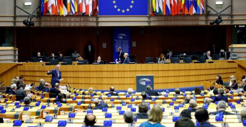 Placeholder - loading - Imagem da notícia Parlamento Europeu reconhece Guaidó como presidente interino da Venezuela