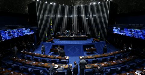 Placeholder - loading - Imagem da notícia PSDB e PSL, partido de Bolsonaro, votam fechados por voto aberto para eleger presidente do Senado