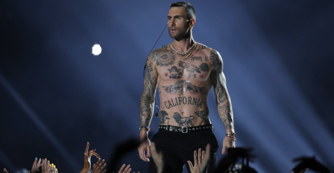 Placeholder - loading - Maroon 5 deixa política de lado em show do intervalo do Super Bowl