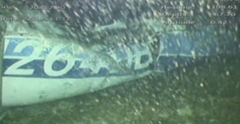 Placeholder - loading - Imagem da notícia Investigadores encontram corpo em destroços de avião que levava jogador argentino Sala