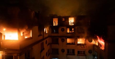 Incêndio mata 10 em edifício residencial de Paris; mulher é detida