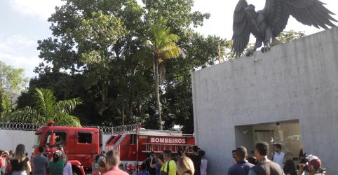 Incêndio em alojamento de jogadores da base do Flamengo mata 10, prefeitura diz que emitiu interdição em 2017
