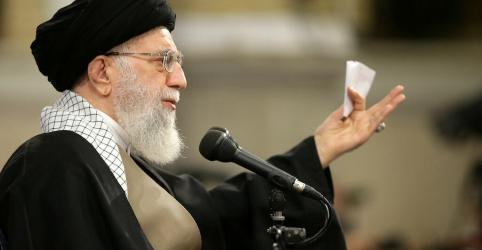 'Morte à América' visa Trump e não os EUA, diz líder supremo do Irã