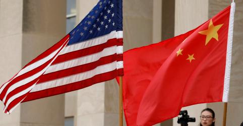 China mostra otimismo com negociações comerciais com EUA, mas tensões sobre Mar do Sul da China pesam