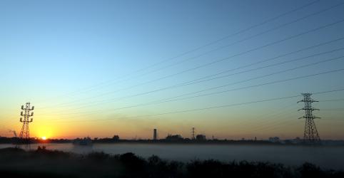 Placeholder - loading - Imagem da notícia CCEE volta a atuar no mercado de energia após ver riscos em comercializadora