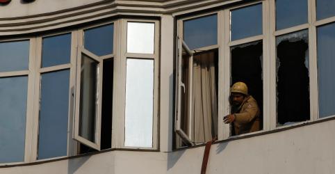 Placeholder - loading - Imagem da notícia Incêndio em hotel em Nova Délhi mata 17