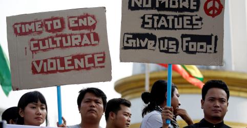 Polícia de Mianmar usa balas de borracha para dispersar protesto