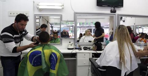 Setor de serviços do Brasil cresce em dezembro mas fecha 2018 com 4ª contração seguida