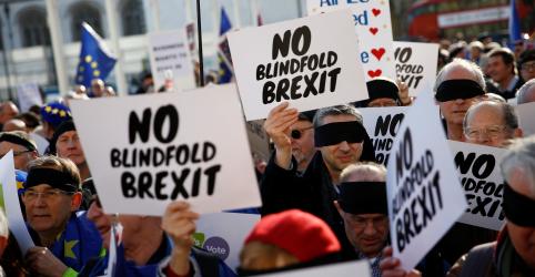 Placeholder - loading - Imagem da notícia Premiê britânica é novamente derrotada no Parlamento em votação sobre Brexit