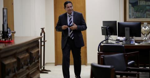 Placeholder - loading - Governo de Maduro pode cair de uma hora para outra como castelo de cartas, diz Mourão