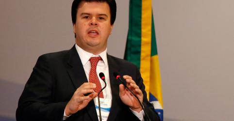 ENFOQUE-Ex-ministro conquista corações (e bolsos) no setor de energia e deve virar referência