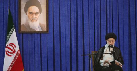 Placeholder - loading - Imagem da notícia Khamenei alerta que governo do Irã não pode ser enganado por europeus