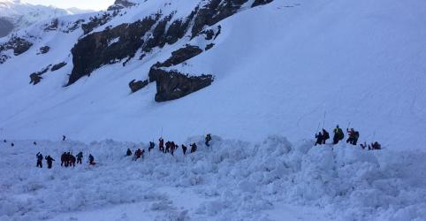 Placeholder - loading - Imagem da notícia Suíça encerra buscas ao não encontrar mais vítimas após avalanche