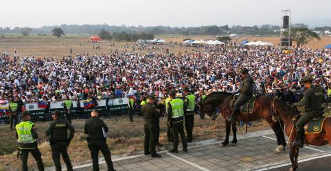 Shows buscam atrair ajuda humanitária na fronteira Colômbia-Venezuela
