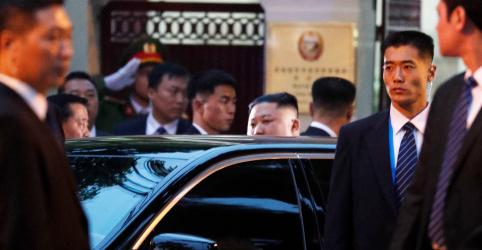 Líder da Coreia do Norte inicia viagem em Hanói com visita à embaixada