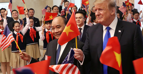 Placeholder - loading - Imagem da notícia Trump diz que ele e Kim tentarão duramente conseguir a desnuclearização