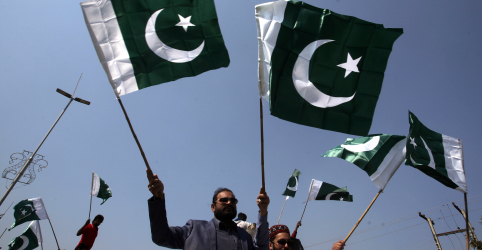 Paquistão diz que abateu dois jatos indianos e realizou ataques aéreos em Caxemira