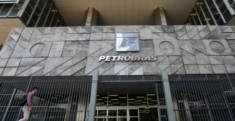 Placeholder - loading - Imagem da notícia Petrobras tem lucro de R$25,8 bi em 2018, primeiro resultado positivo desde 2013