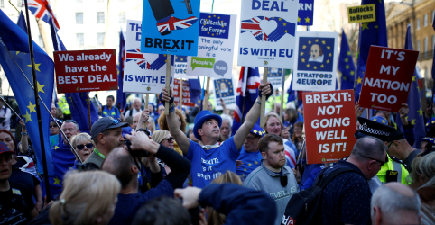 Placeholder - loading - Imagem da notícia May ganha do Parlamento britânico alívio de 2 semanas sobre Brexit