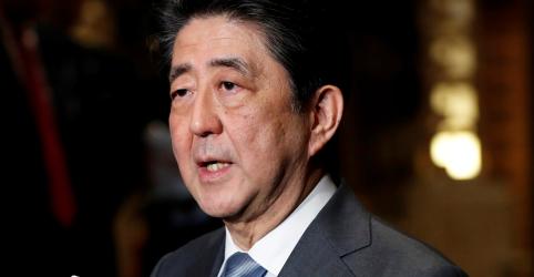 Placeholder - loading - Imagem da notícia Premiê japonês apoia Trump após reunião sem acordo com Coreia do Norte