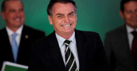 Placeholder - loading - Imagem da notícia Bolsonaro admite que governo poderá rever idade mínima para mulheres